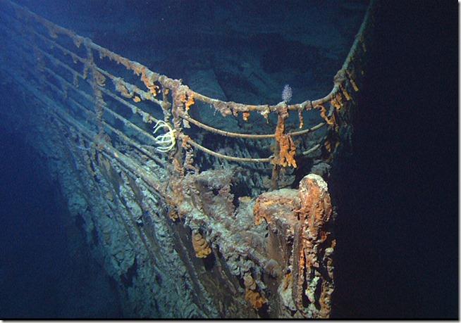 Titanic_wreck_bow 2004