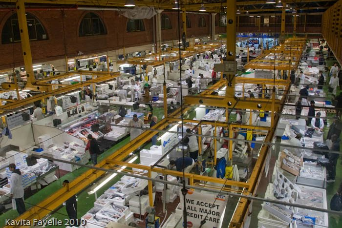 Kavey eats catch of the day at billingsgate fish market for Fish market prices