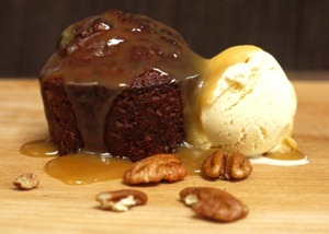 sticky-cider-pecan-cakes-with-cinnamon-ice-cream-018