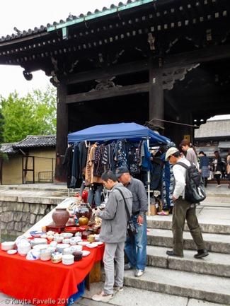 Toji-Temple-Market-Kyoto-Japan-(c)KavitaFavelle-2359