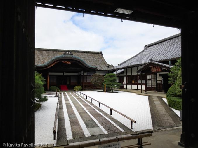 Toji-Temple-Market-Kyoto-Japan-(c)KavitaFavelle-2394
