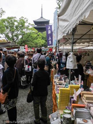 Toji-Temple-Market-Kyoto-Japan-(c)KavitaFavelle-2404