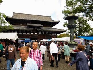 Toji-Temple-Market-Kyoto-Japan-(c)KavitaFavelle-2411