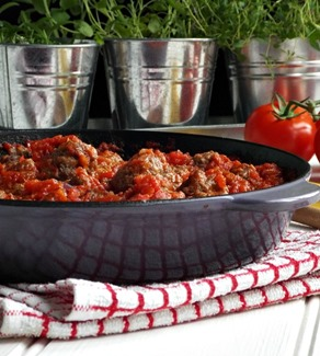 basic meatballs and tomato sauce