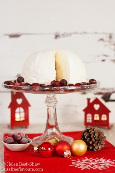 Christmas-Pudding-Ice-Cream-Bombe-Sliced_
