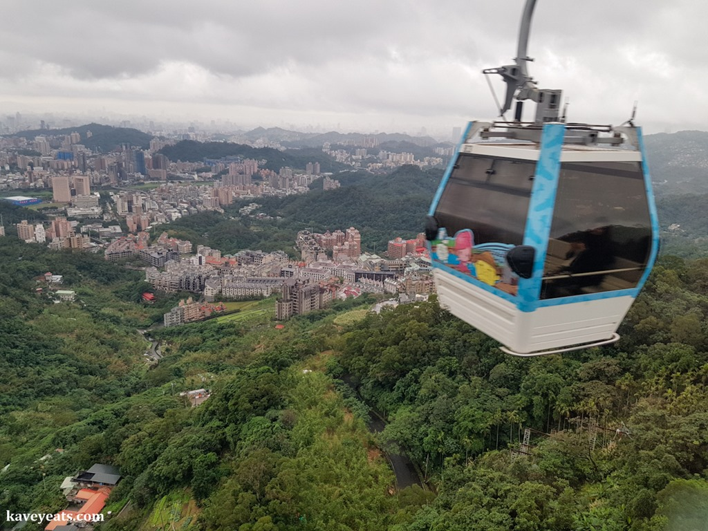 Taking To The Skies | A Gondola Visit to Maokong for Lunch