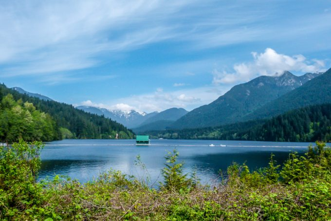Natural lake and mountains scenery in Vancouver, Canada - 100 Fantastic Cities for City Breaks, as chosen by travel bloggers (part 5)