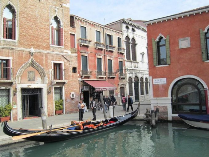 Venice Canals and gondoliers - 100 Fantastic Cities for City Breaks, as chosen by travel bloggers (part 5)