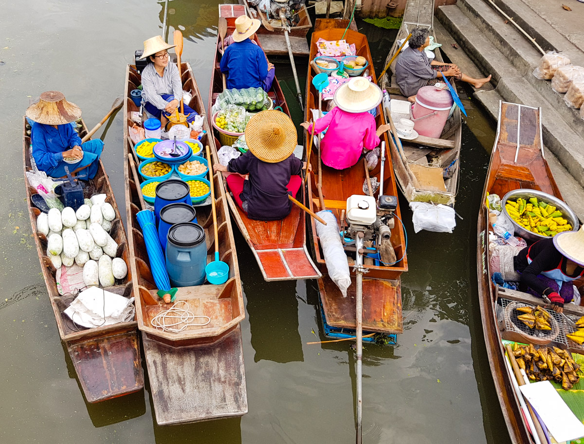 The Most Beautiful Bangkok Floating Market for Food & Photography