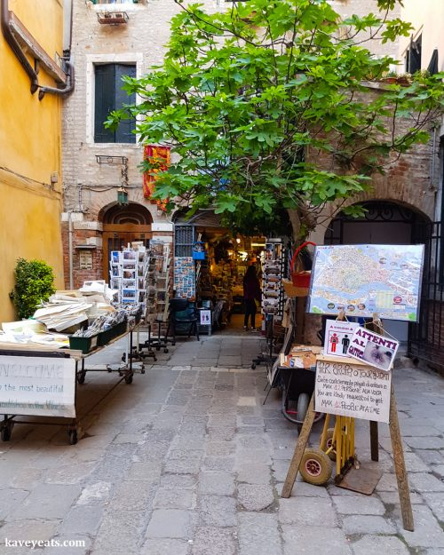 Libreria Acqua Alta, a wonderfully eccentric bookshop in Venice (c) Kavey Eats