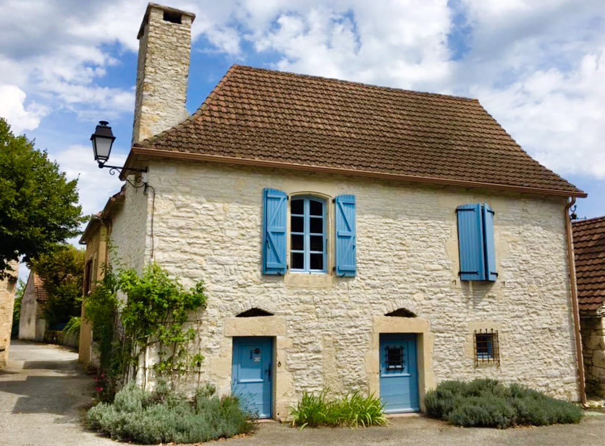 Traditional stone home in Montgesty