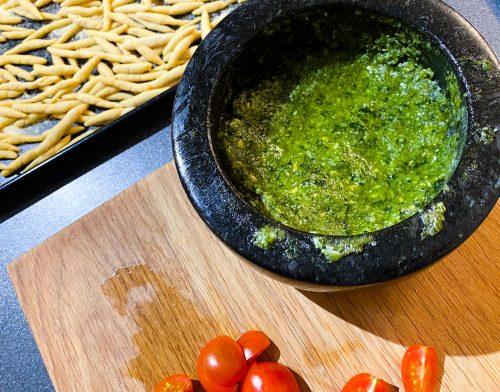Trofie alla Carlofortina (Making the pesto)