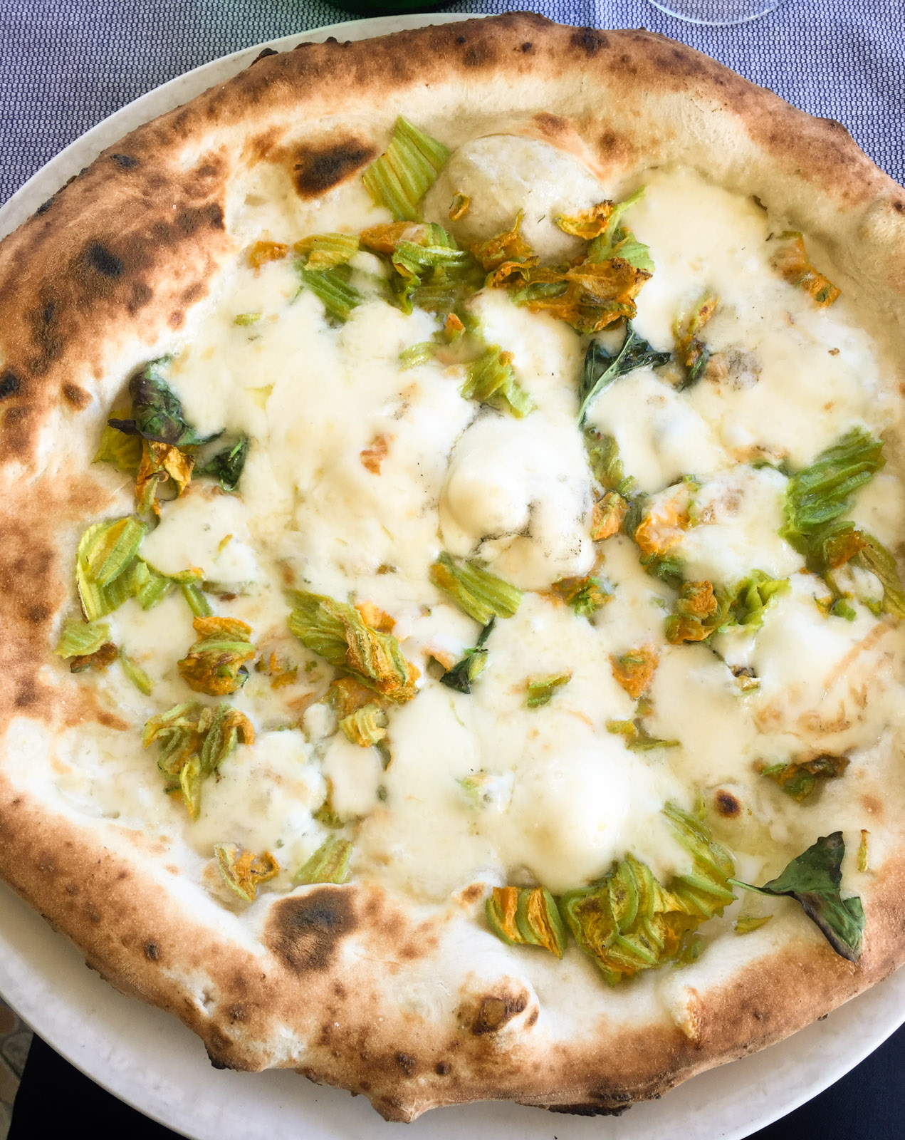 Pizza with courgette flowers at Reginella
