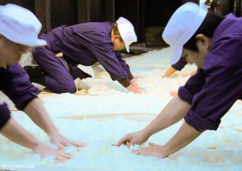 Cooling down steamed rice-Urakasumi Sake Brewery