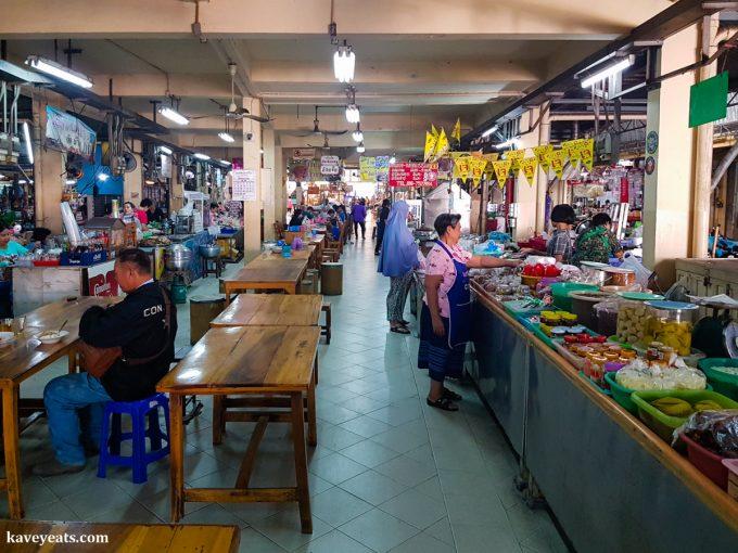 Hua Ro Market in Ayutthaya Thailand