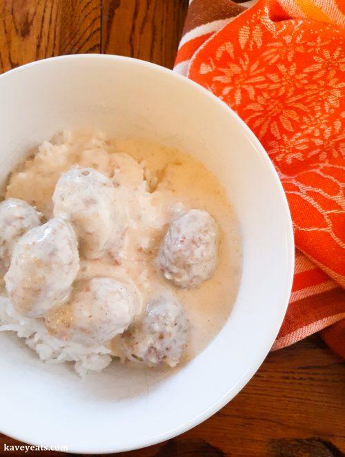Meat and bulgur balls in yoghurt (kibbeh labaniyya)