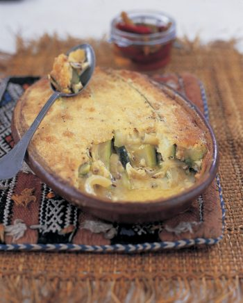 Courgettes baked in a cheese sauce (kousa bi gebna)